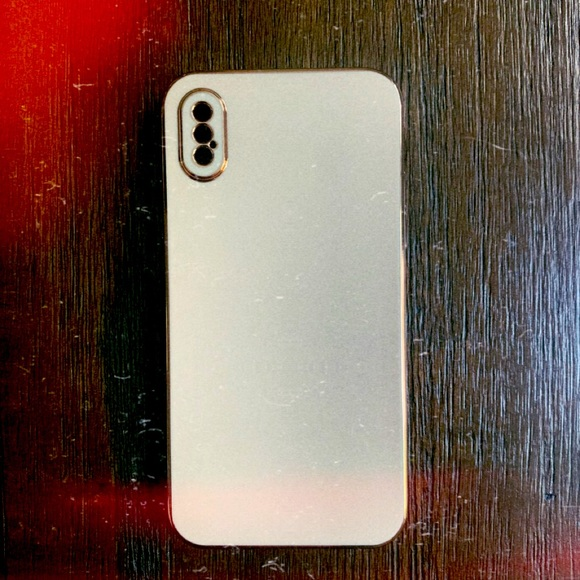 Light Pink iPhone XS case w/slight gold features